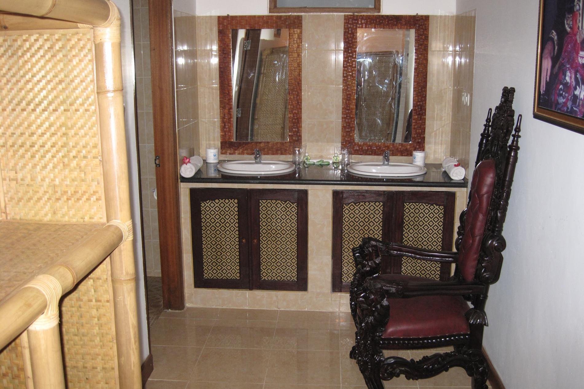 Raja suite wash tables